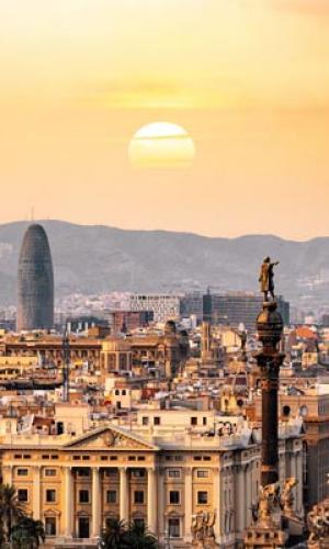 Barcelona termina las primeras viviendas sociales en contenedores