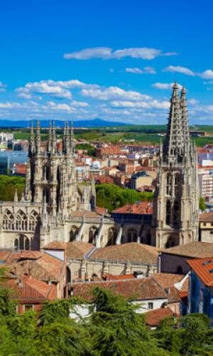 Santiago ronda os mil pisos turísticos e o casco vello concentra case o 40 %
