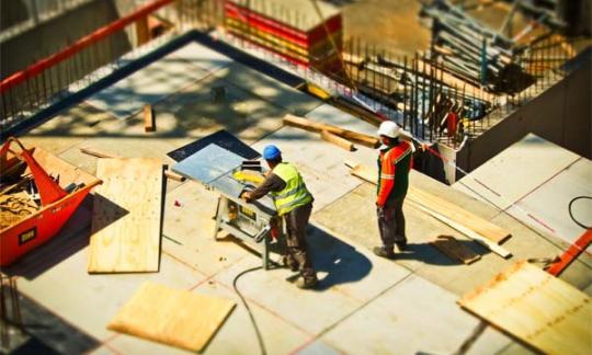 Tras catorce años Ribadeo autoriza una licencia para construir un edificio de viviendas