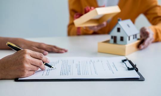 Segundo o Colexio de Rexistradores a actividade inmobiliaria se sitúa en valores de 2004 en España