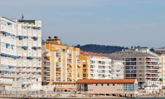 As vivendas en propiedade en Galicia baixan do 80%