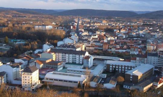 A Xunta entrega dúas vivendas de promoción pública en Monforte de Lemos, unha en compravenda e a outra en alugueiro